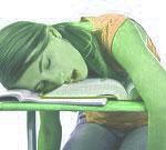 Estudiante duerme en el colegio.
