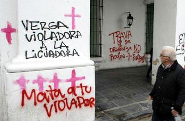 Ni Una Menos: el Cabildo de Buenos Aires fue vandalizado con pintadas. Foto: DyN