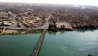 Río Tigris y puente en Mosul. Wikipedia