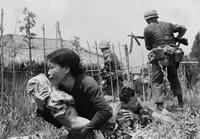 La Guerra de Vietnam, llamada también Segunda Guerra de Indochina, fue un conflicto bélico que enfrentó entre 1955 y 1975