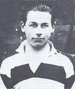 Kevin Barry en camiseta de rugby de la universidad de Belvedere, Dublin.