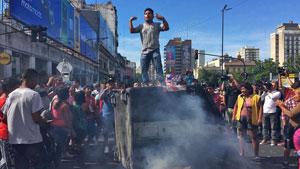 Dos mil manteros fueron desalojados en Once, ahora hay protestas y cortes en Avenida Pueyrredón.