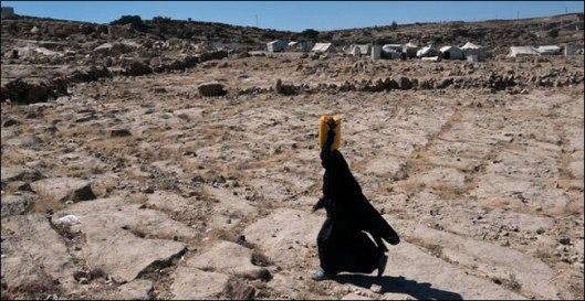Un campamento de yemeníes desplazados en la provincia de Amran, Yemen. Más de siete millones de personas necesitan alimentos con urgencia en el país. Credit Tyler Hicks/The New York Times
